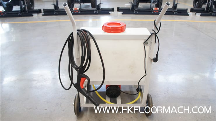 The high-pressure washer of the laser screed