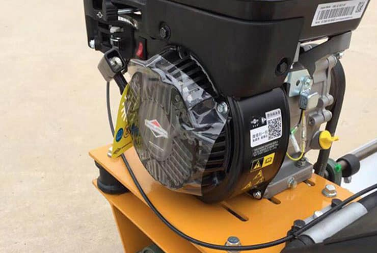 1. Using 5hp American Biggs&Stratton gasoline engine with stable performance, giving the machine more abundant power.
