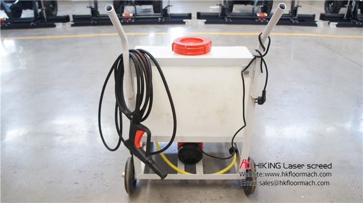 The high-pressure washer is provided free of charge, so that the customer can clean the concrete stuck on the machine in time after use and improve the service life of the machine.