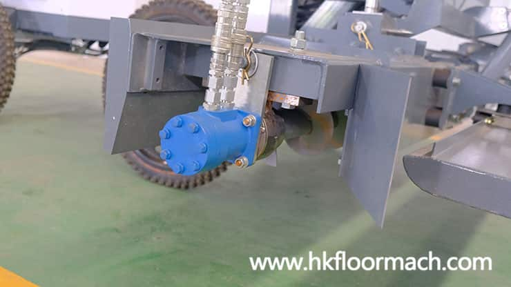 the-feeding-screw-of-the-s940p-laser-screed