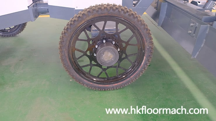 the wheels of the s940p laser screed