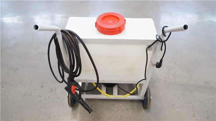 The cleaning machine of the laser screed machine